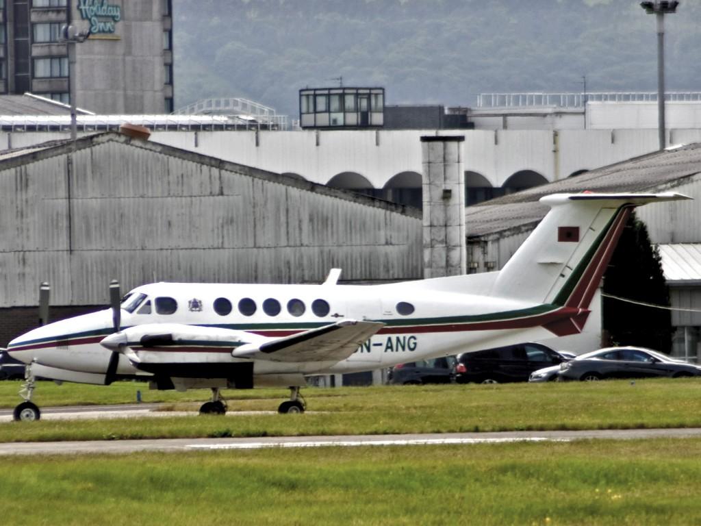 FRA: Avions VIP, Liaison & ECM - Page 3 Clipb224