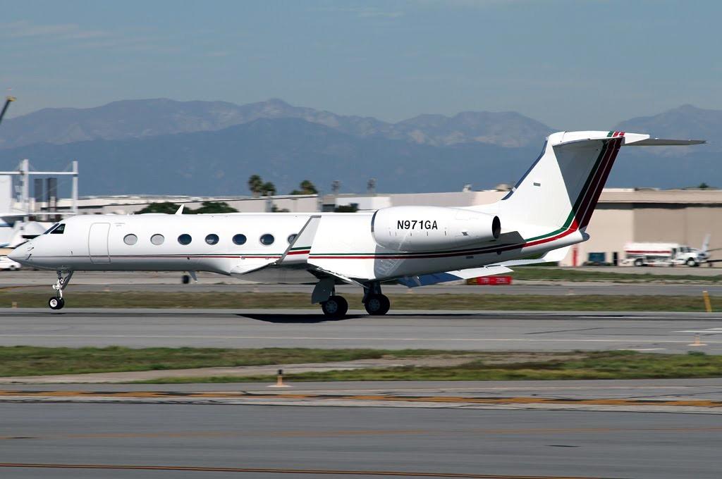 FRA: Avions VIP, Liaison & ECM - Page 3 Clipb235