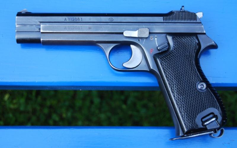 Armes de poing suisses du XXème siècle,  P06, P49 (P210), P75 210-a10