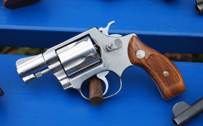 Le pistolet ou revolver de sac à main idéal - Page 6 60b10