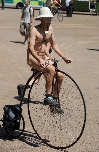 London Naked Bike Ride 2010 Vvride10
