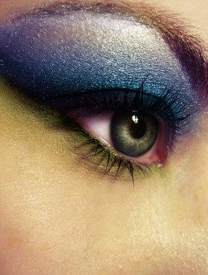 Idée de maquillage - Page 6 Open_y10