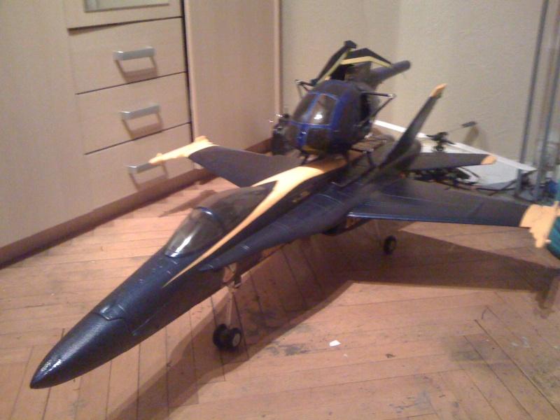 F/A 18 HORNET Blue Angel 90mm Img_0910