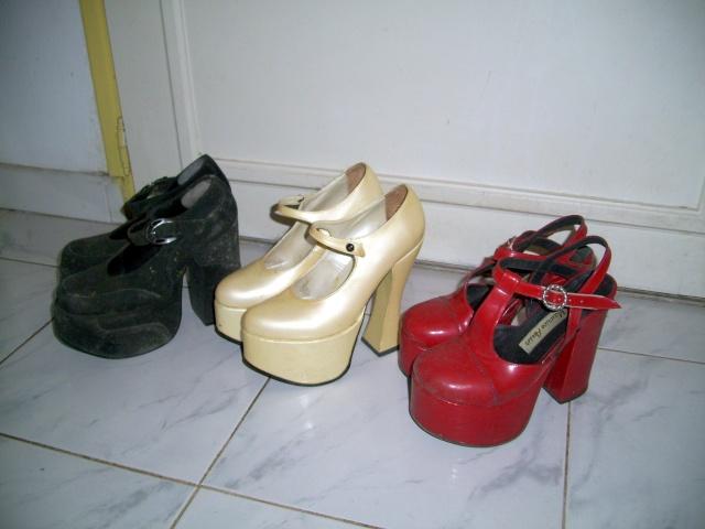 Parce que les filles, ça aime les poupées et les chaussures - Page 4 100_1021