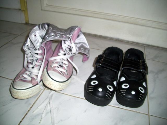 Parce que les filles, ça aime les poupées et les chaussures - Page 4 100_1030