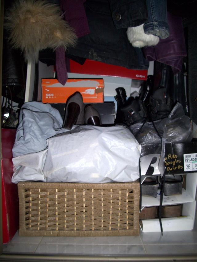 Parce que les filles, ça aime les poupées et les chaussures - Page 4 100_1033