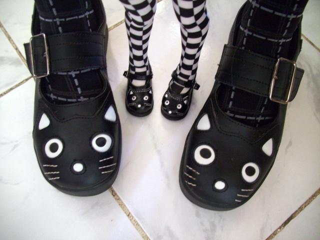 Parce que les filles, ça aime les poupées et les chaussures - Page 6 100_1034