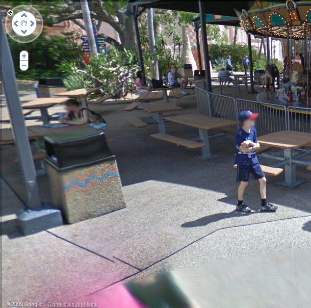 STREET VIEW : les gens en chaussettes noires ! - Page 3 Busch_23