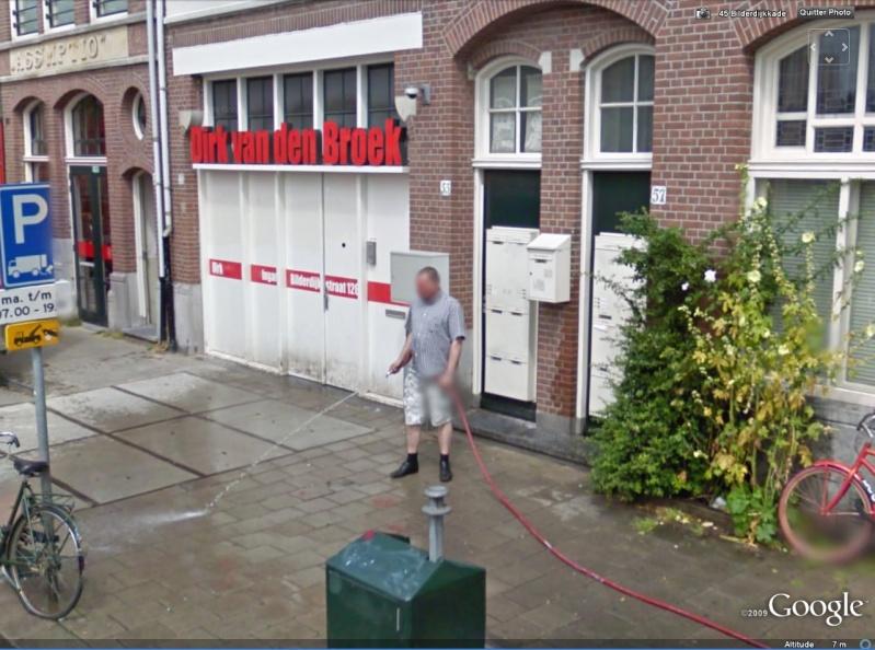 STREET VIEW : les gens en chaussettes noires ! Ch_noi10