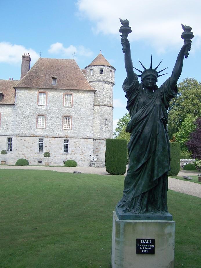 Statue de la Liberté = les répliques découvertes grâce à Google Earth - Page 4 Dali10