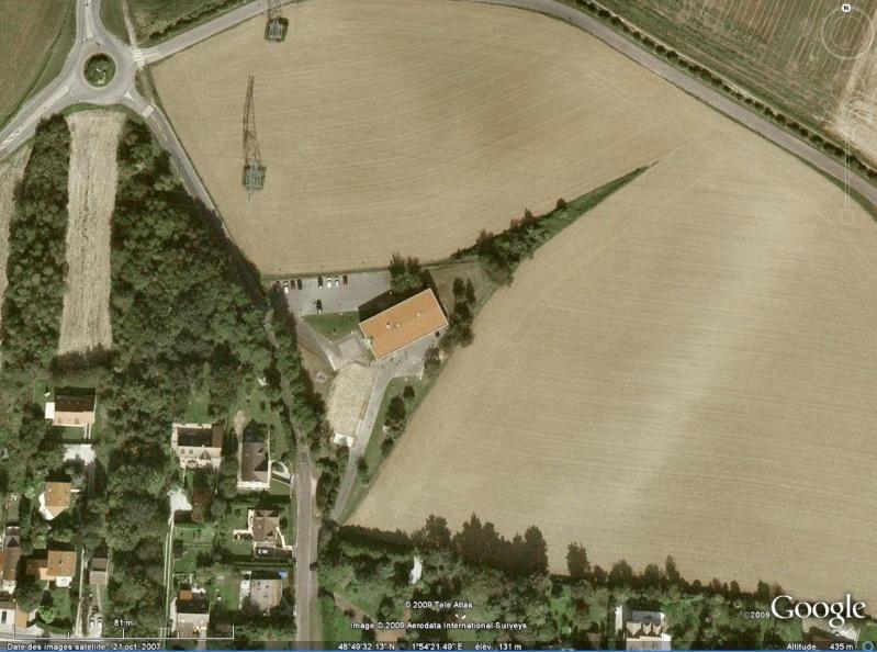Les objets familiers vus sur Google Earth : écrous - tapis - planche... & caetera - Page 4 Guitar10