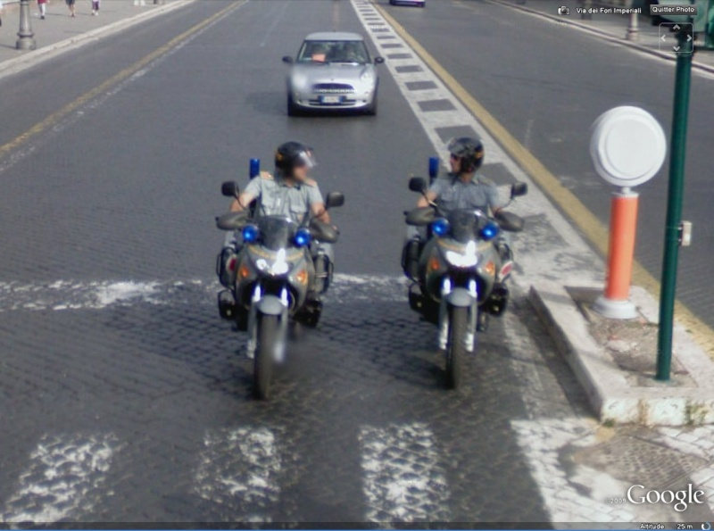 STREET VIEW : véhicules de police du monde - Page 4 Motos10