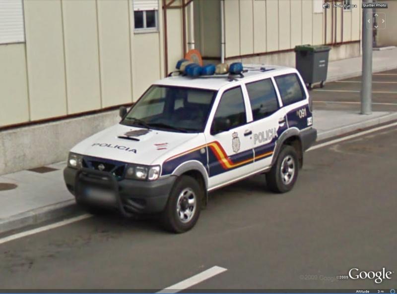 STREET VIEW : véhicules de police du monde Nissan10