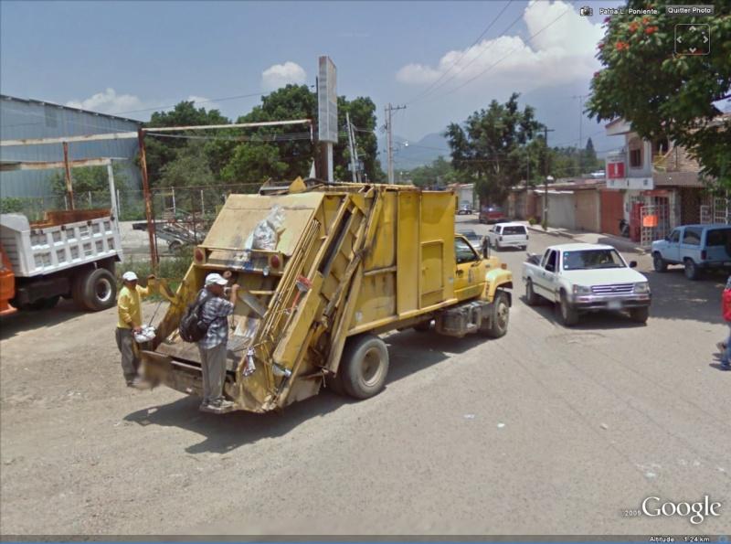 STREET VIEW : Les camions-poubelles, sujet glamour ! - Page 2 Poubel11
