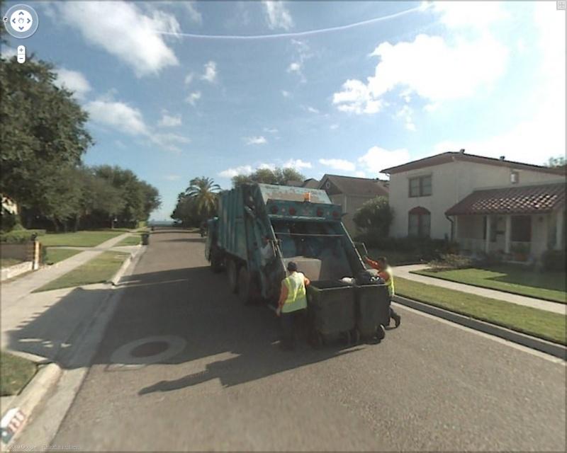 STREET VIEW : Les camions-poubelles, sujet glamour ! - Page 3 Poubel12