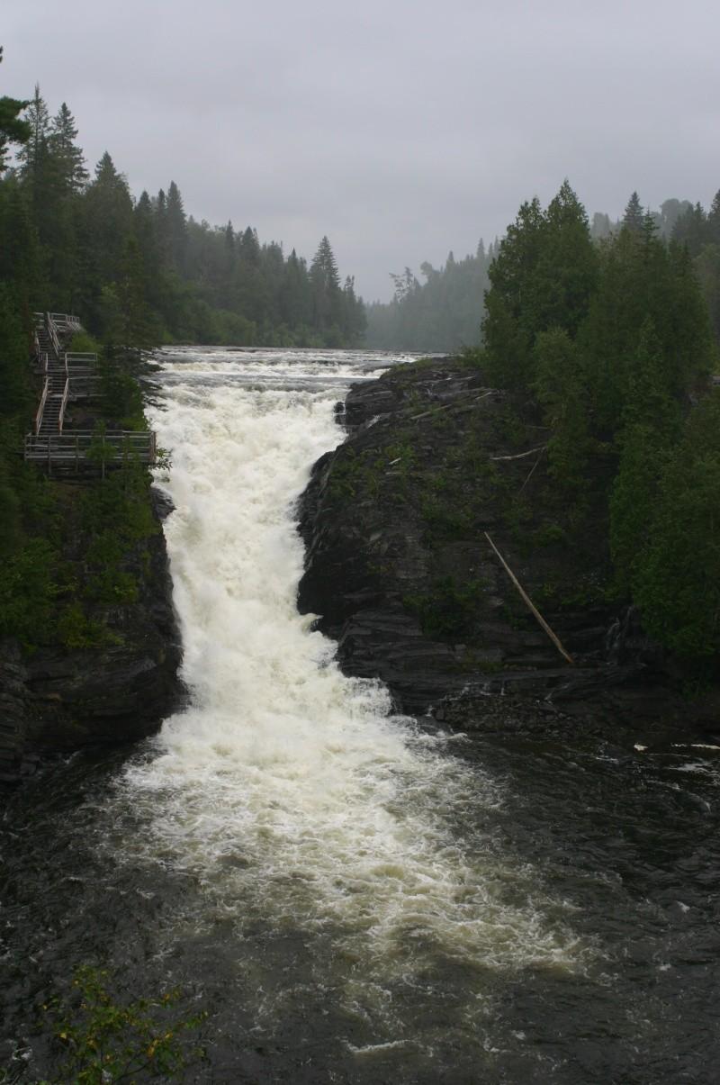 Une cascade, le bruit de l\'eau, nos sens en eveille - Page 3 Img_1710