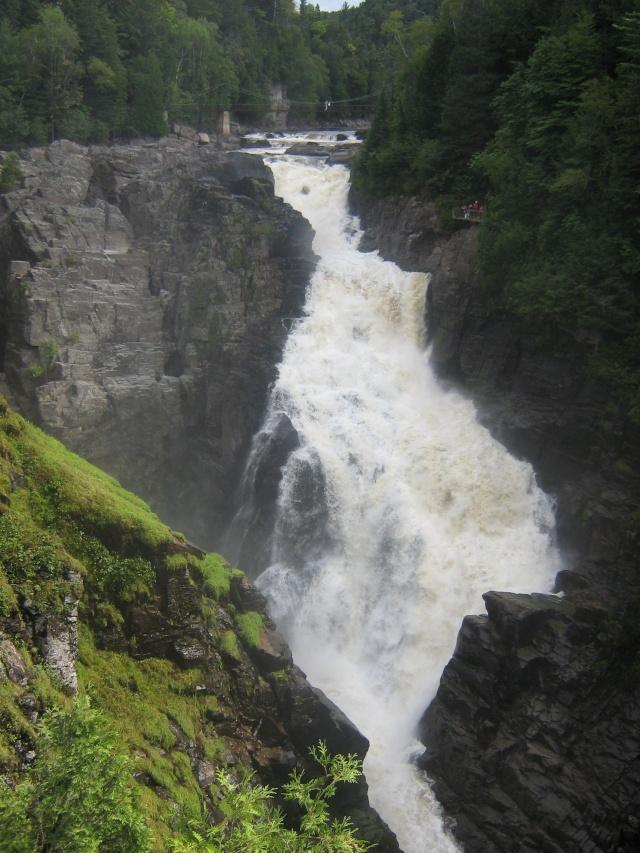 Une cascade, le bruit de l\'eau, nos sens en eveille - Page 3 Quabec11