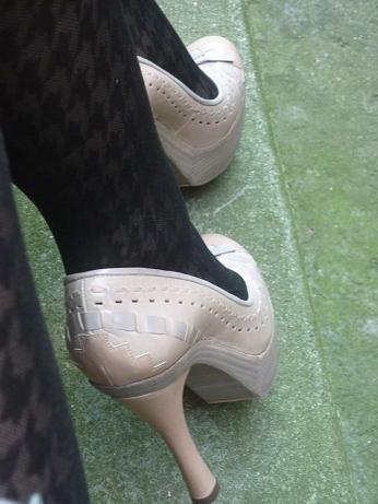 Parce que les filles, ça aime les poupées et les chaussures - Page 65 Pl210