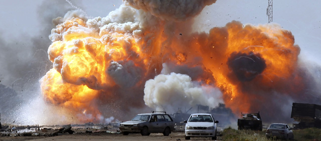 """OPERACIÓN """"ODISEA AL AMANECER"""": Primer disparo en suelo libio de aviones franceses - Página 2 Explos14"""