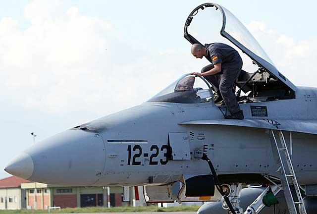 """OPERACIÓN """"ODISEA AL AMANECER"""": Primer disparo en suelo libio de aviones franceses - Página 2 Uno_de11"""