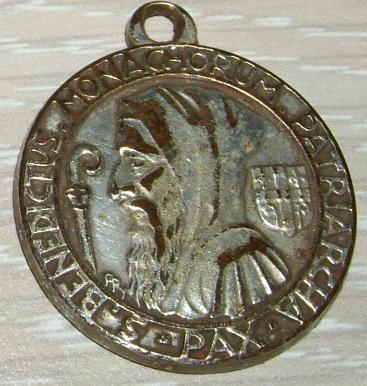 Médaille Saint Benoit Imgp0914