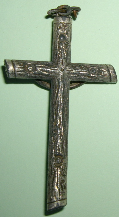 Crucifix argenté XIXe siècle. Imgp9628