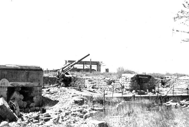 Marine Flak 819, anse du Pin de Galle (Pradet, 83) Batter19