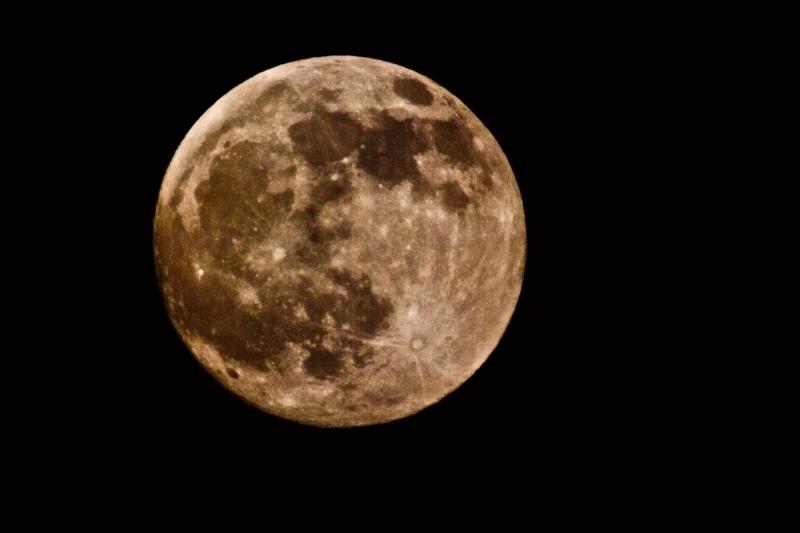 la lune à la Terre Mk203812