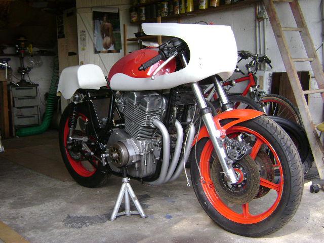 Racer Laverda, ça va être long...jusqu'en avril 2009... - Page 2 Dsc03510