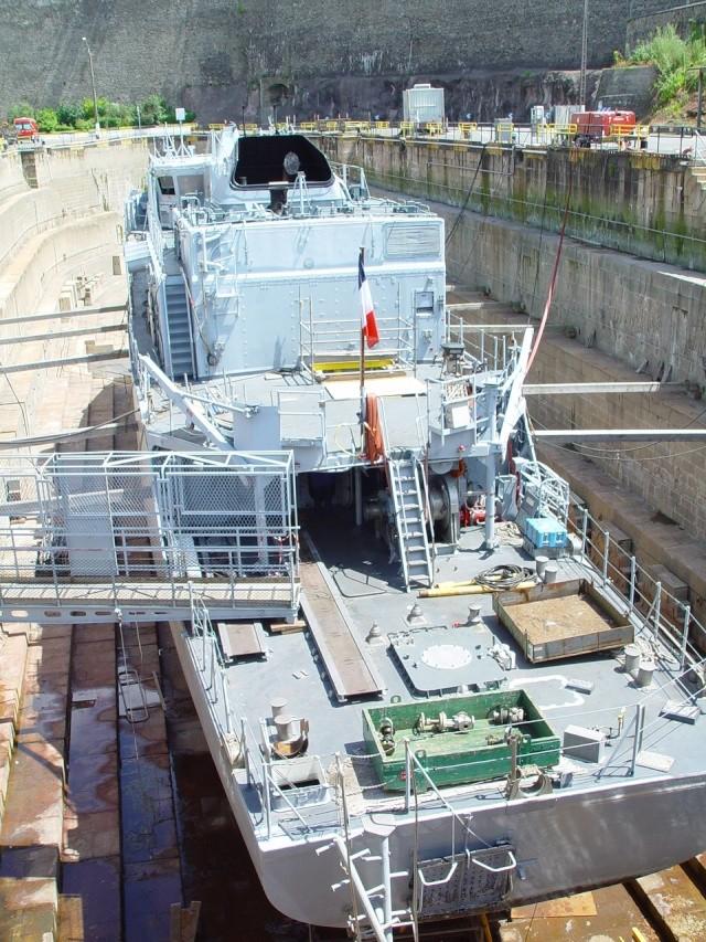 [Autre sujet Marine Nationale] Démantèlement, déconstruction des navires - TOME 1 - Page 3 18_jui11