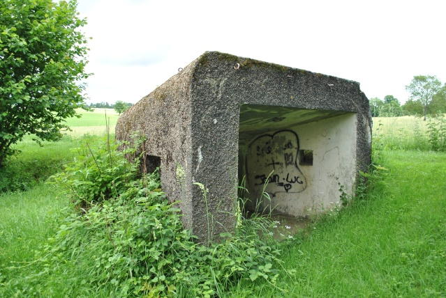 Maginot: blockhaus pour 25mm AC Fermon13