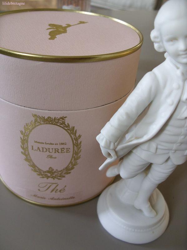 Gâteaux et autres friandises inspirés par Marie Antoinette - Page 2 34374610