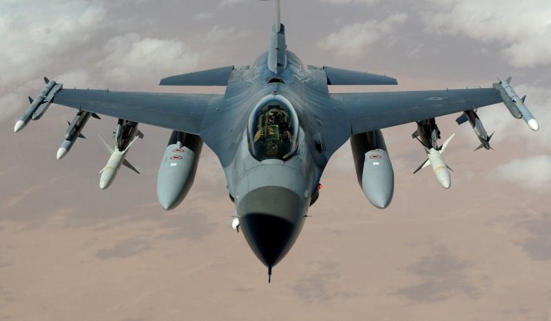 Rhino 700 kicks Commander 1000's ass on short course.. F-16_f10