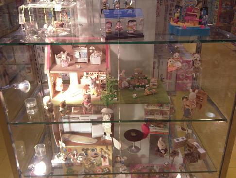 photos d'un magasin de jouets à Bali et à Bangkok 1010