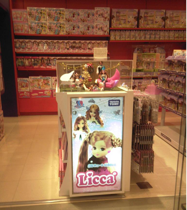 photos d'un magasin de jouets à Bali et à Bangkok 210