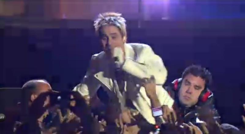 MTV EMA Cérémonie - Page 9 Crowd210