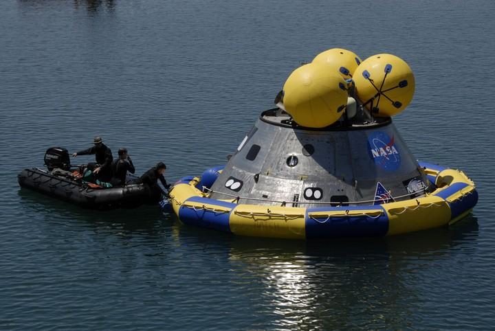 Premiers tests des procédures de récupération en mer d'Orion - Page 3 2009-210