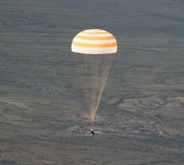 [Soyouz TMA-19] Retour sur Terre (26/11/2010) 76162_10