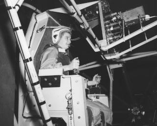 La place des femmes dans l'astronautique - Page 2 Cobb_j11