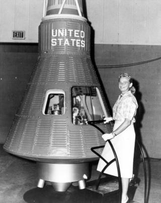 La place des femmes dans l'astronautique - Page 2 Cobb_j12