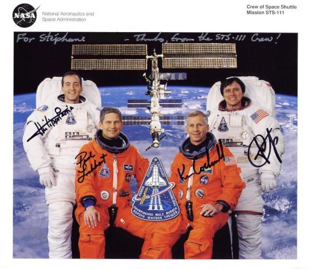 9 juin 2002 / Philippe Perrin devient le premier français à effectuer une EVA depuis la navette Sts-1111