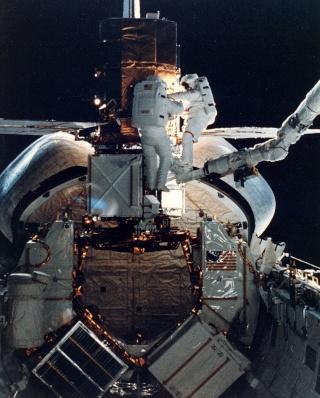 Que va devenir Hubble ? Sts-4112