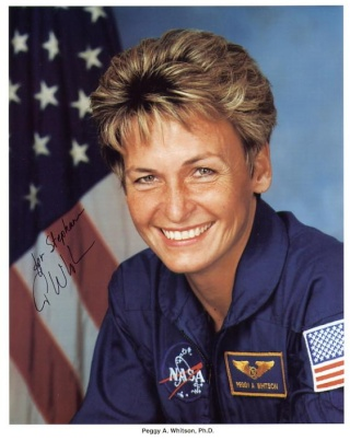 Peggy Whitson : Première commandante de la Station Spatiale Internationale ( ISS ) Whitso10