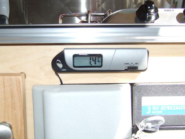 température du frigo (thermomètre et ventilateur) 020b10