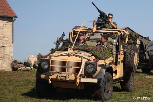 1e1er rpima avec leur véhicule de patrouille spéciale 1rpima10