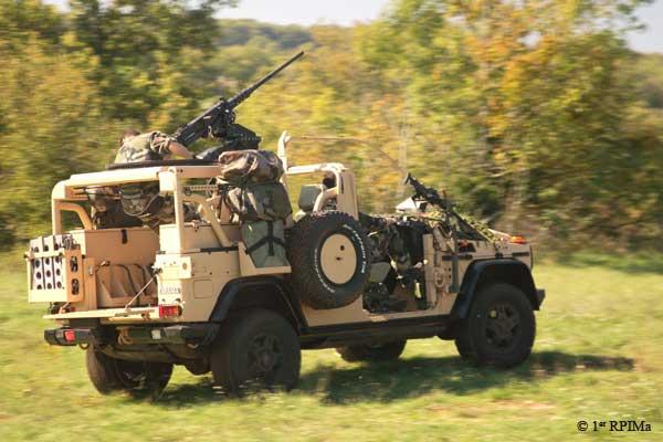 1e1er rpima avec leur véhicule de patrouille spéciale 1rpima11