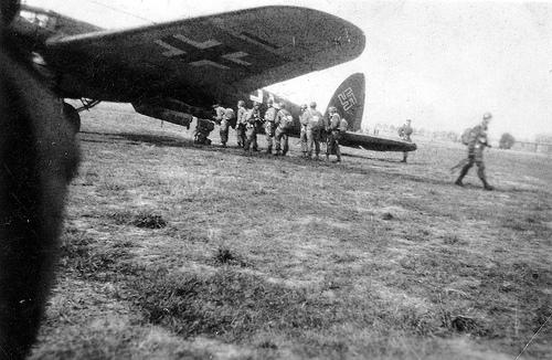 Parachutistes Allemands Embarq10