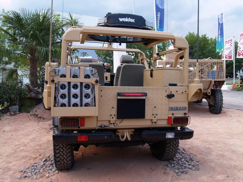 1e1er rpima avec leur véhicule de patrouille spéciale P1011712
