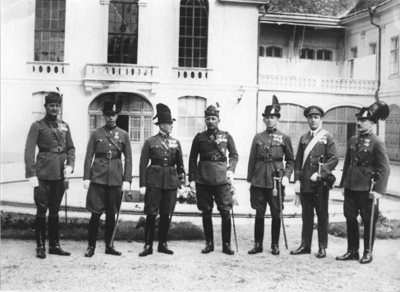 Adjudant gendarmerie Hongroise(1941) Kender10