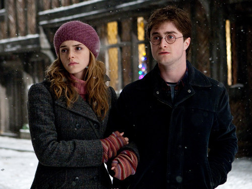 Top des couples de séries TV - Page 2 Emma-d10